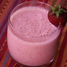 Strawberry_banana_pineapple-Smoothie-Recipezaar-154894.card